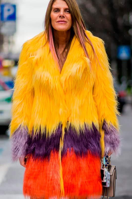 Новый тренд сезона: шубы из цветного меха